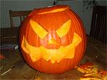 Halloween Kürbiskopf schnitzen